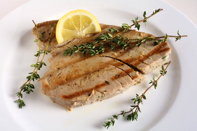 Grilled tuna and lemon wedge