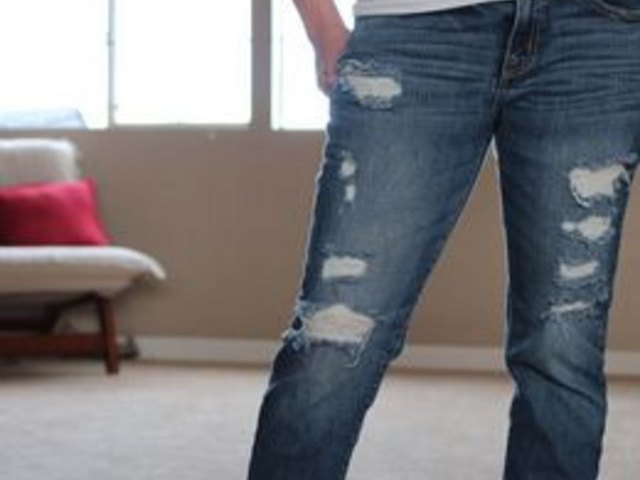 How to Cut Holes in Jeans | LEAFtv