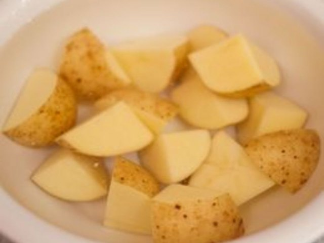 how to cook potato in microwave oven