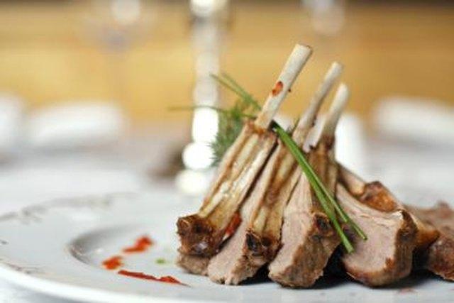 Types of Garnishes for Food LEAFtv