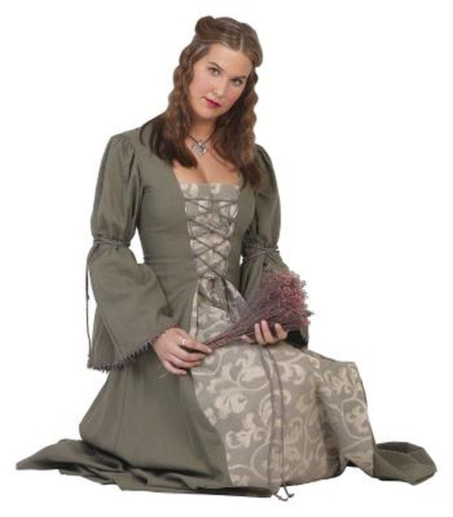pioneer woman clothing. woman in pioneer era clothing. clothing b