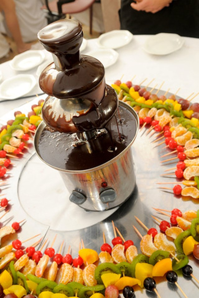 How to use semi sweet chocolate oil for a chocolate fountain leaftv sciox Gallery