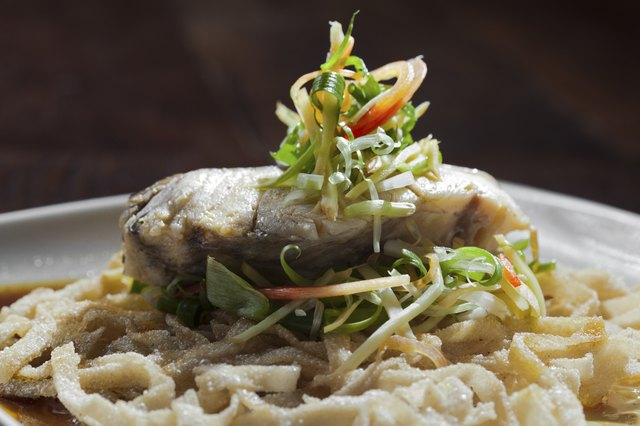 Seabass with sauce and crispy noodle