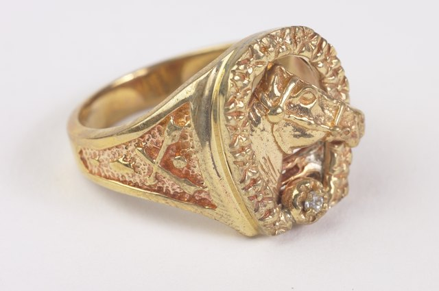 How Much Does a Typical Gold Ring Weigh