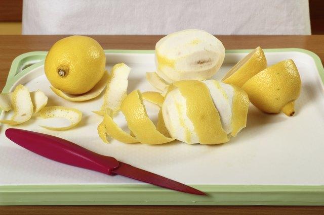 Peeling lemon