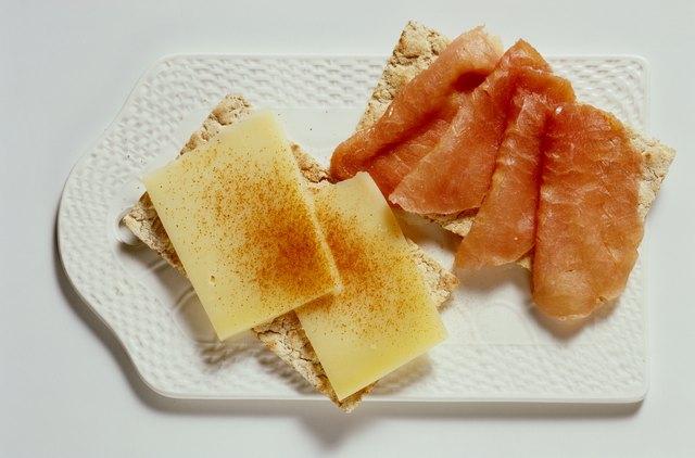 Crispbread with ham and cheese