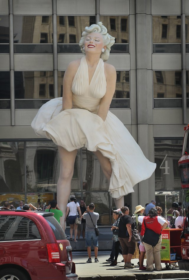 Massive Marilyn Monroe Sculpture To Tower Over Chicago's Michigan Ave