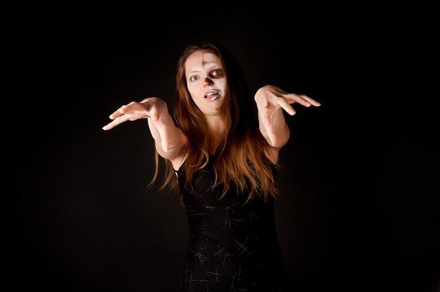 Zombie woman (halloween makeup)