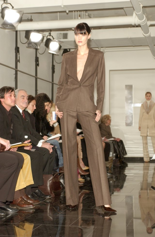 Halston Signature Collection 2002 Show