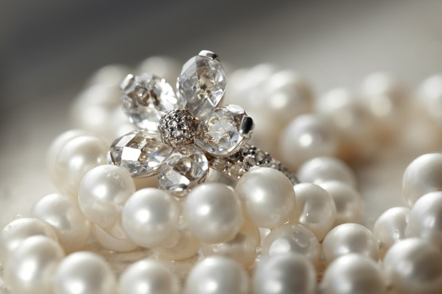 Zircon ring and pearls