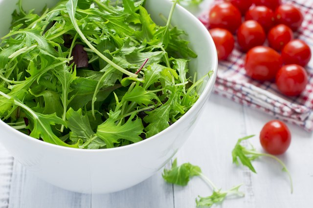 Green salad and cherry tomatoes