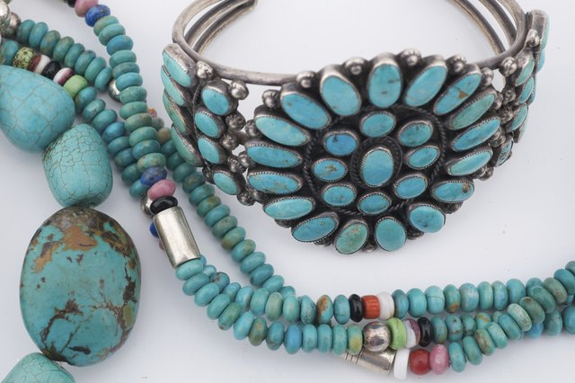 How to tell genuine turquoise stones from fakes leaftv for How to make american indian jewelry