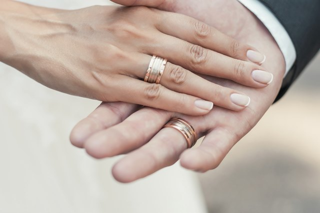 how to wear a wedding band and engagement ring leaftv - How Do You Wear Your Wedding Rings