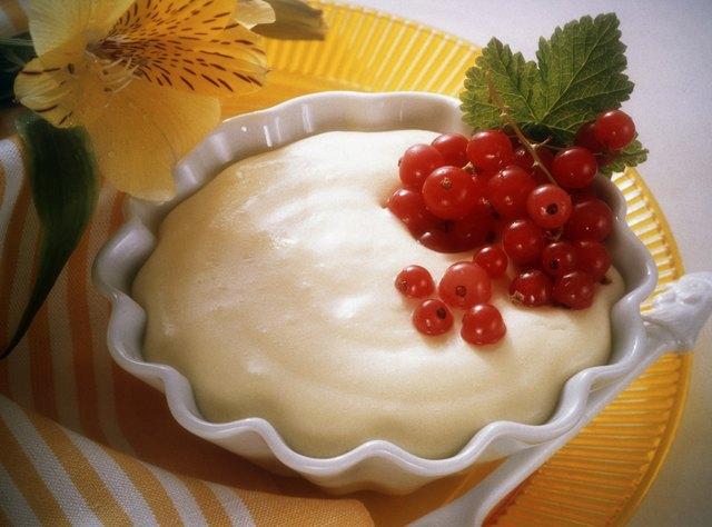 Vanilla Pudding with Redcurrants