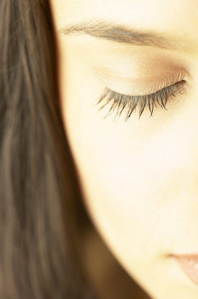 Natural Way To Moisturize The Eyelids Leaftv
