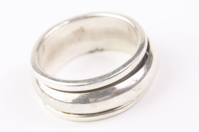 How to Tell if a Ring Is Stainless Steel