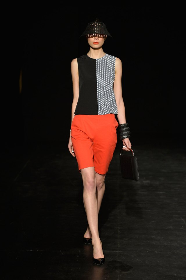 what color top goes with orange shorts leaftv. Black Bedroom Furniture Sets. Home Design Ideas