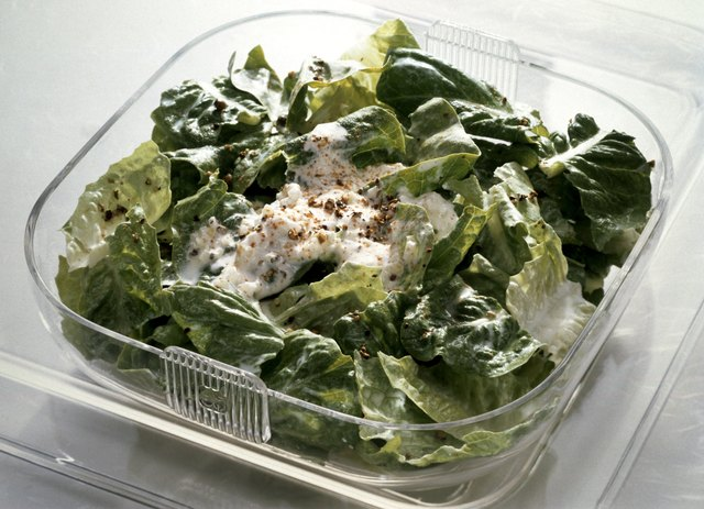 Romaine Salad with Yogurt Pepper Dressing