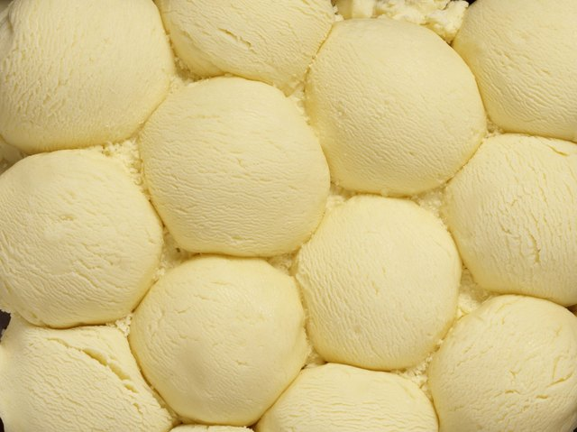 Vanilla ice cream scoops texture