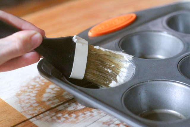 What To Use To Grease Muffin Pans Leaftv