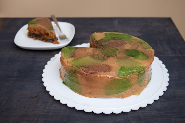 How to Make Camo Icing LEAFtv