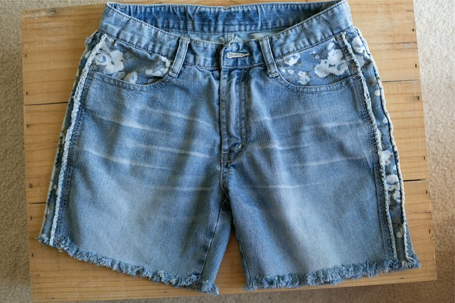How to Make Frayed Cut-Off Jean Shorts | LEAFtv