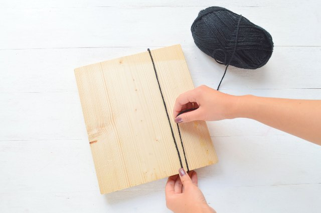 Wrap the yarn around