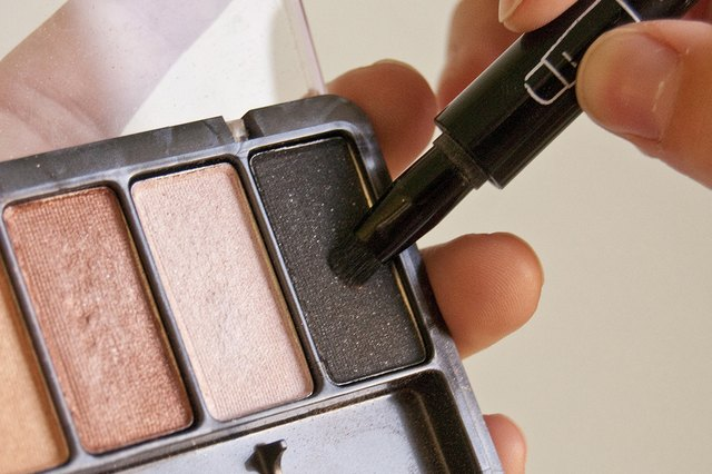 how to apply 3 color eyeshadow