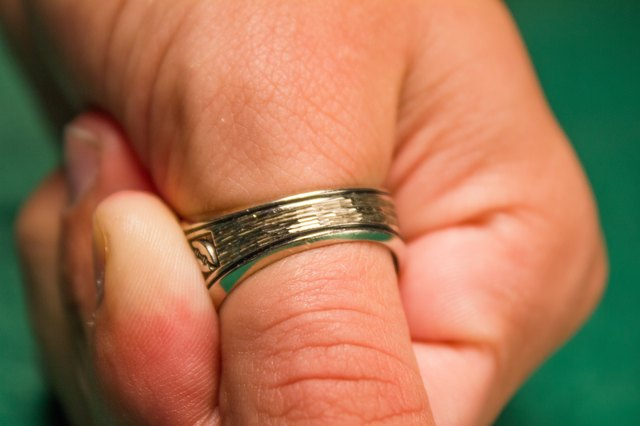How to Measure Your Thumb for a Ring LEAFtv