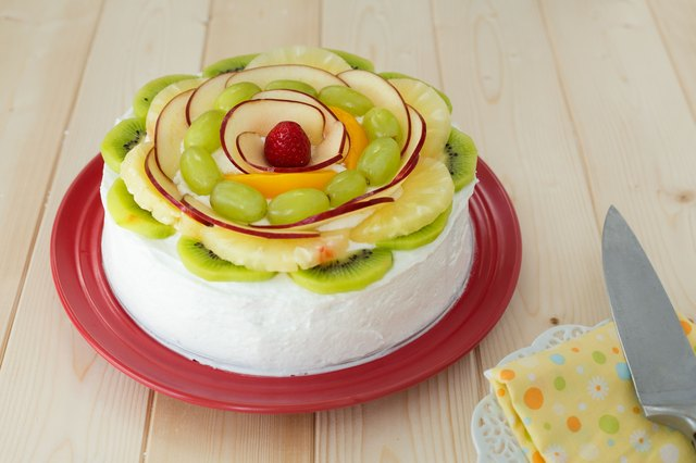 How to Decorate Cakes With Fresh Fruit LEAFtv
