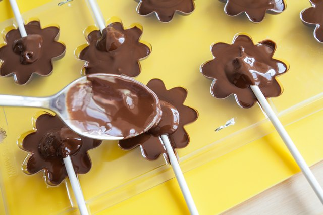 How to Make Chocolate Lollipops | LEAFtv