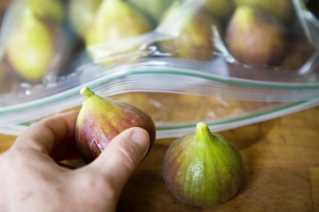 After frozen, I put the bags of figs into a large freezer bag and placed it back into the freezer. The figs in the snack bags did not stick together. Not knowing whether they would stick together or not, I spread some out loose on a baking pan and also put it in the freezer. After frozen, I put them in a quart freezer .