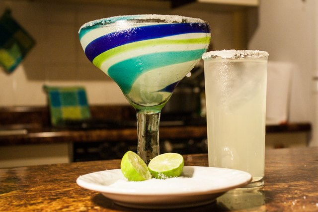 How to make margaritas using margarita mix leaftv for Straight up margarita