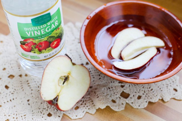Using Salt to Keep Apples from Browning | ThriftyFun