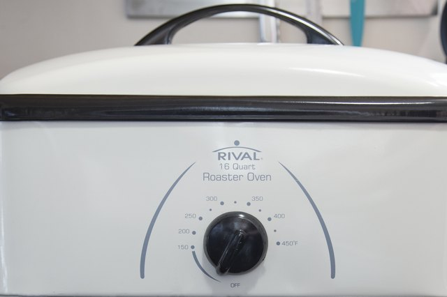 How to cook a turkey in a rival roaster oven leaftv for Preheat oven for turkey