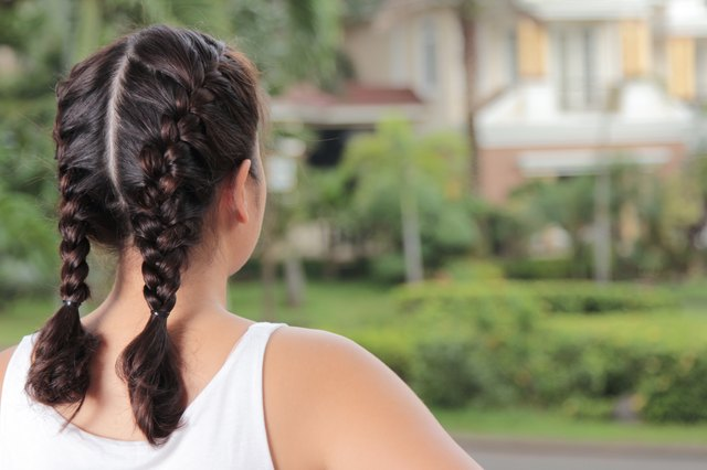 How to make two french braids by yourself leaftv while it may be easier to have another person french braid your hair for you it is possible to make french braids yourself you can even create two french solutioingenieria