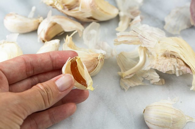 How to Tell if Raw Garlic Is Rancid | LEAFtv