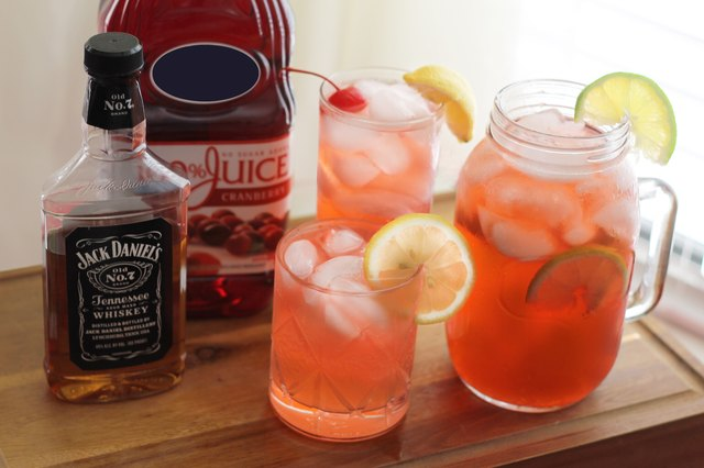 Mixed drinks with jack daniel 39 s and cranberry juice leaftv for Best alcohol to mix with cranberry juice