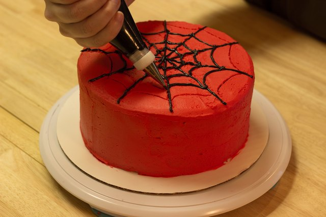 How to Make a SpiderMan Web for a Cake LEAFtv