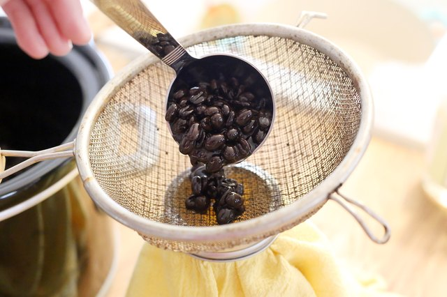 how to extract coffee oil from a coffee bean