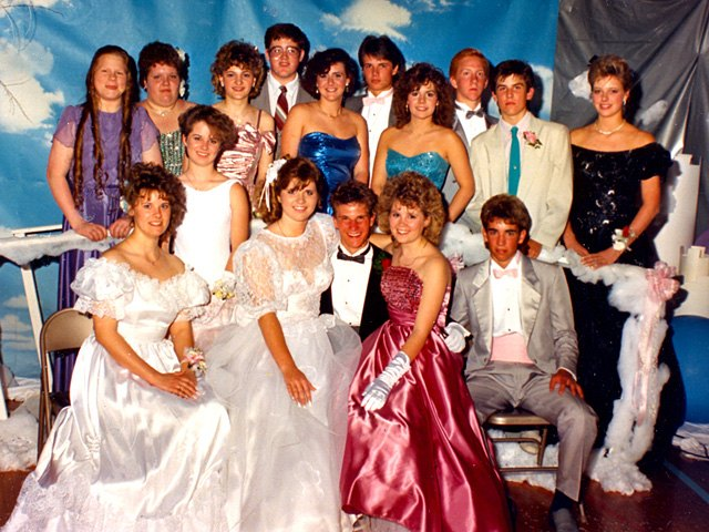 How to Dress for an \'80s Prom | LEAFtv