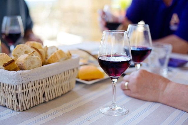 7 Wine & Food Pairings Perfect For Labor Day Weekend