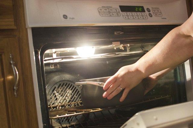 how to determine if pans are oven safe leaftv. Black Bedroom Furniture Sets. Home Design Ideas