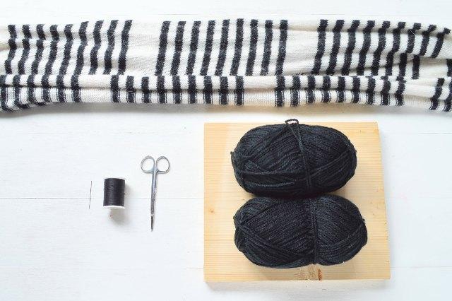 Materials for oversized pom-pom scarf