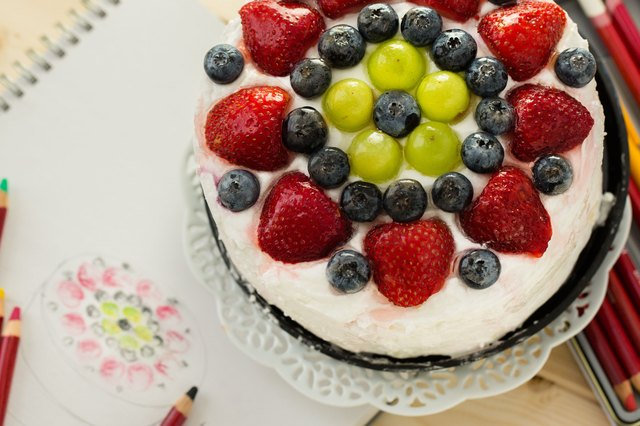 Fruit Cake Decoration Dress Up : How to Decorate Cakes With Fresh Fruit LEAFtv